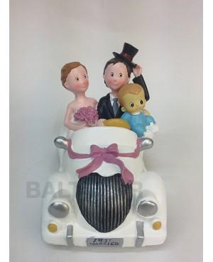 Figura novios pastel con hijo en coche