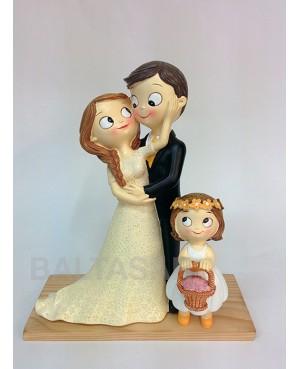 Figura novios pastel con hija
