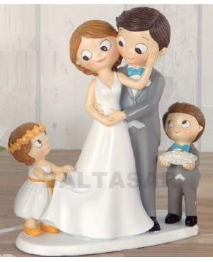 Figura novios con hija y hijo mayor