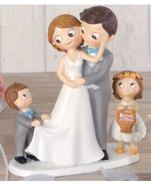 Figura novios con hijo y hija mayor
