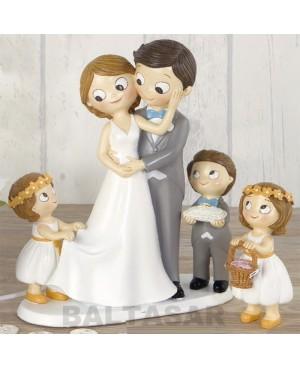 Figura novios pastel con hijos