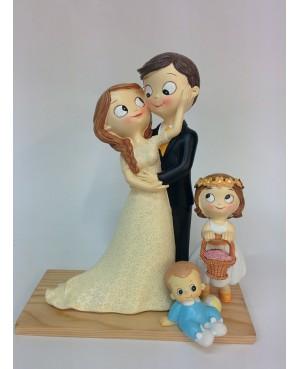 Figura novios pastel con dos hijos
