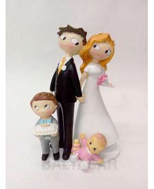 Figura tarta novios con hijo y hija pequeña