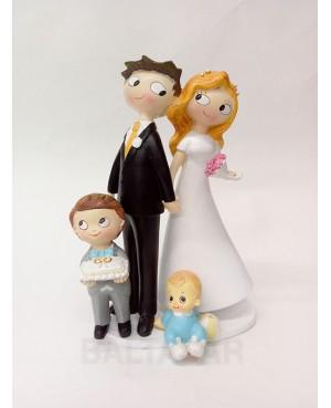 Figura tarta novios con hijo y hijo pequeño