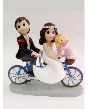 Figura Novios con hija en bicicleta