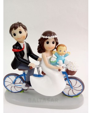 Figura Novios con hijo en bicicleta