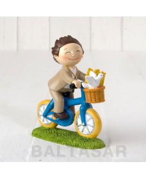 Figura para pastel niño Comunión con pelota de fútbol, 16,5cm